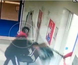foto: Video: Entró a un CAPS y le robó la mochila a una de las médicas