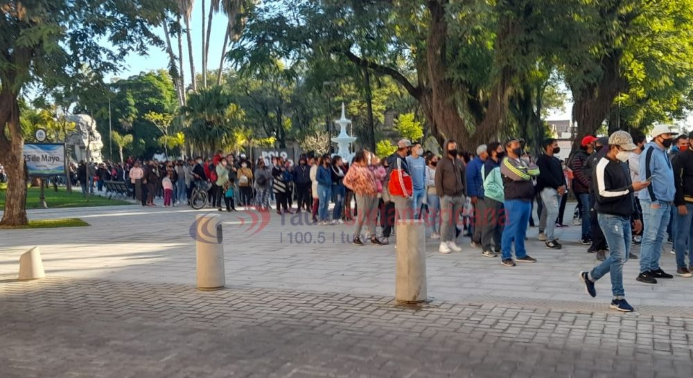 Reclamo en plaza 25 de Mayo: sin distanciamiento en plena Fase 3