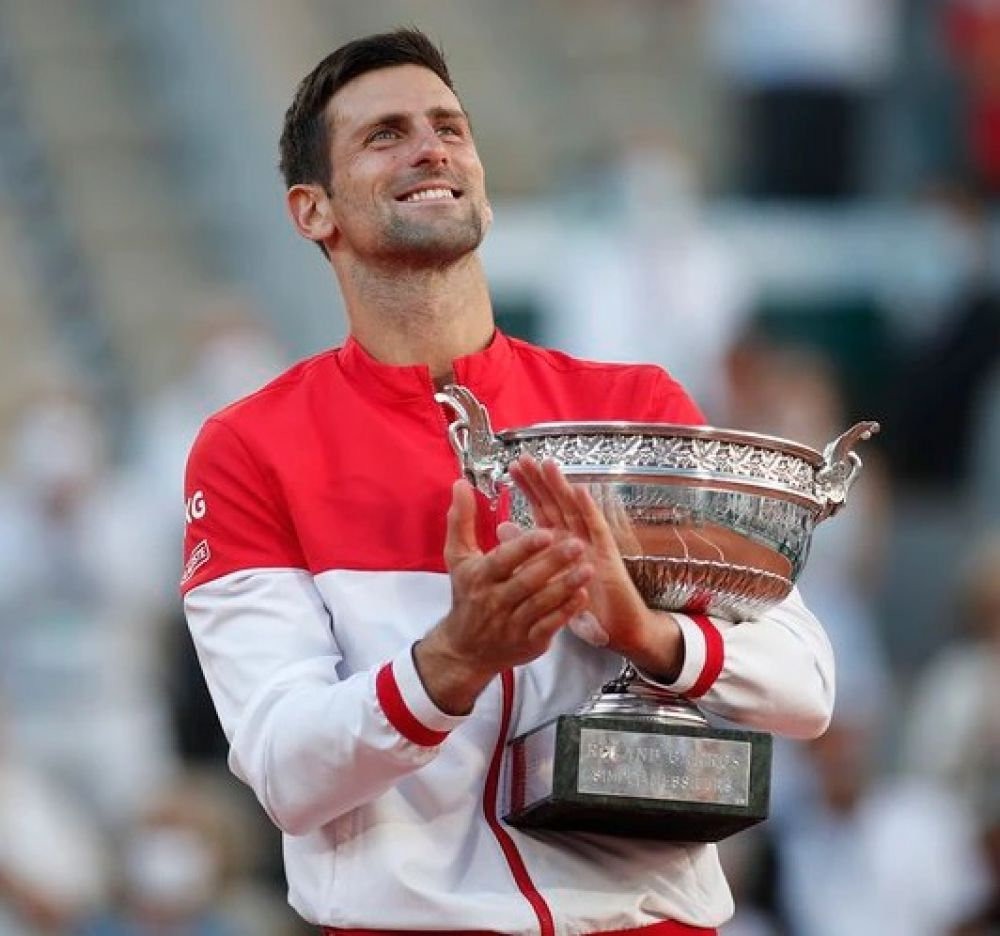 Novak Djokovic venció a Tsitsipas y salió campeón de Roland Garros