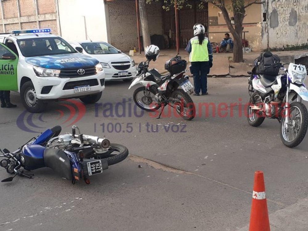 Motociclista sufrió fuertes golpes tras chocar contra un auto