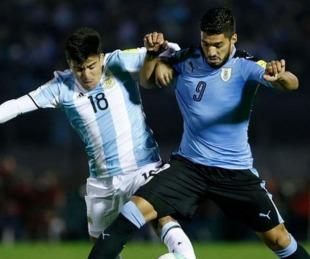 foto: Un árbitro brasileño dirigirá el clásico entre Argentina y Uruguay