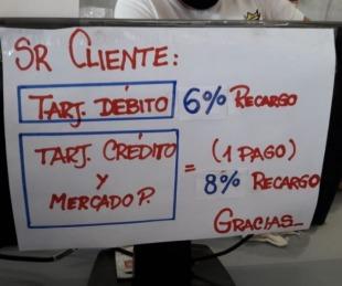 foto: Detectaron recargos prohibidos en precios con débito y crédito