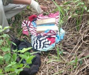 foto: Tenían sexo en el monte, él huyó y la dejó con 2 kg de droga