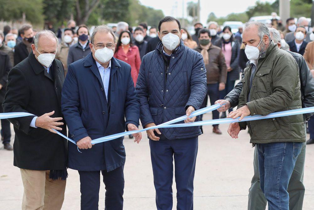 Provincia y Municipio inauguraron pavimento de la Av. Santa Catalina