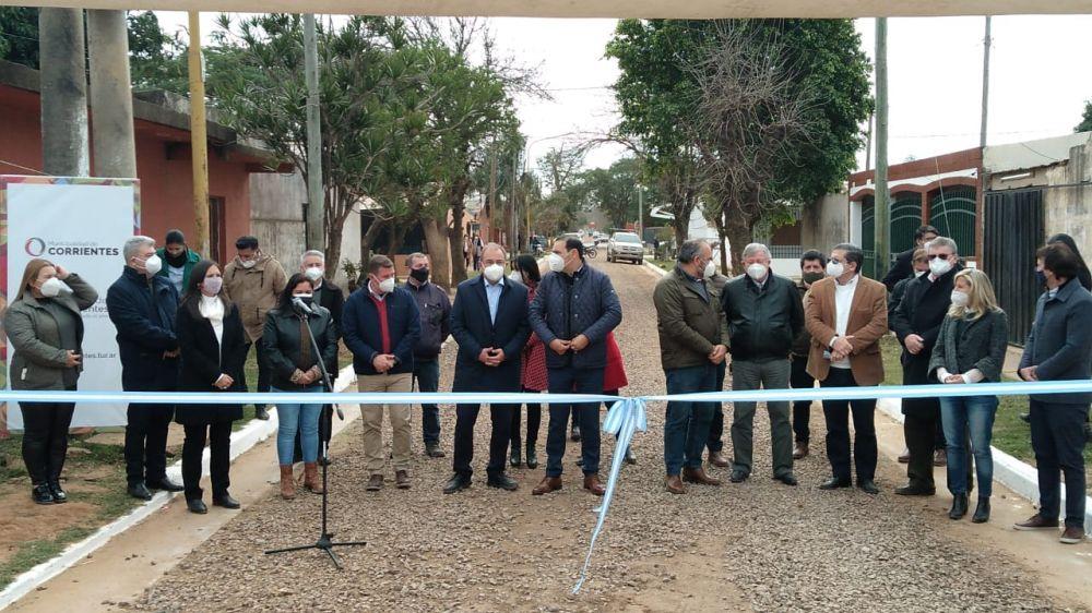 Inauguraron cordón cuneta y enripiado en el B° 17 de Agosto