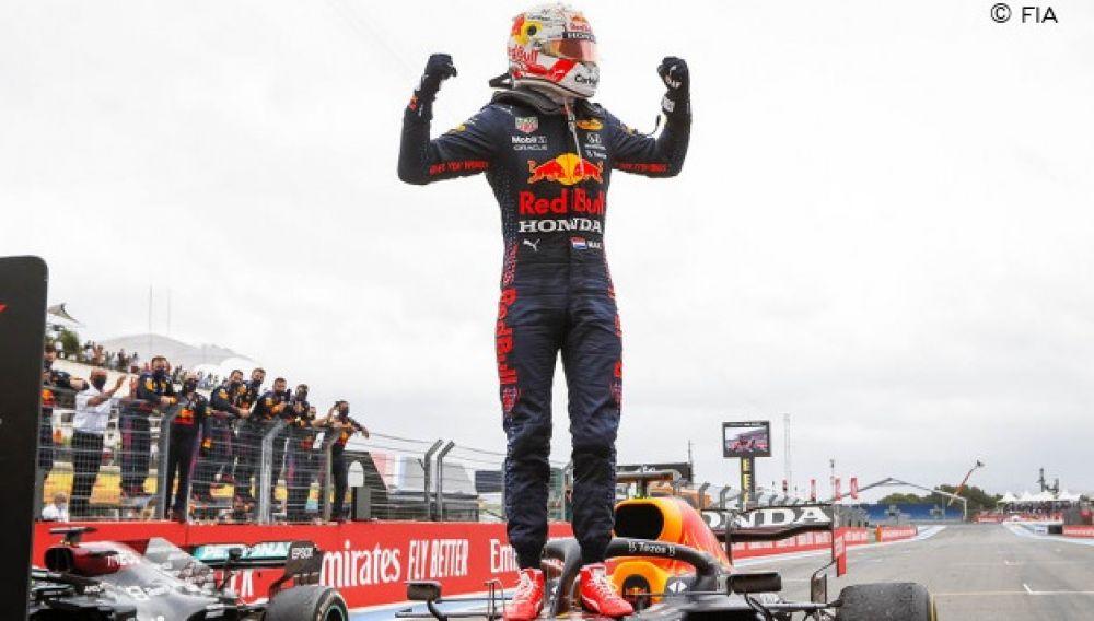 Verstappen pasó en la última vuelta a Hamilton y ganó el GP de Francia