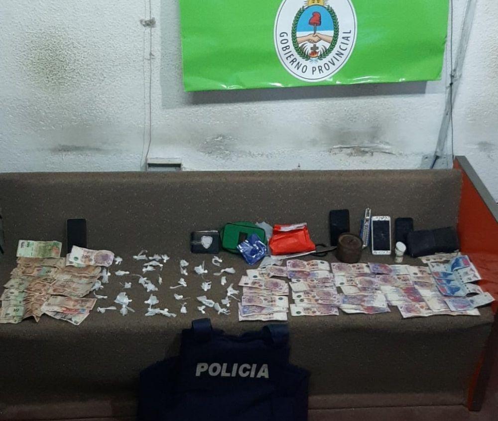 Manejaban un punto de venta de diversas drogas y los detuvieron