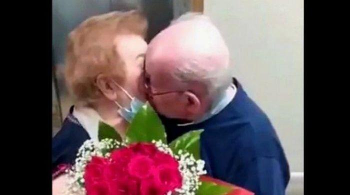 Conmovedor reencuentro entre dos abuelos separados por el coronavirus