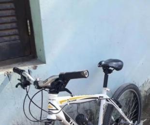foto: Salió de la comisaría, robó una bicicleta y fue atrapado por vecinos