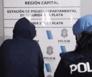 foto: Tensión en un hospital: una pareja enfrentó a la policía con un cuchillo