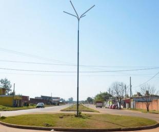 foto: El Municipio de Libres coloca columnas de alumbrados en rotondas