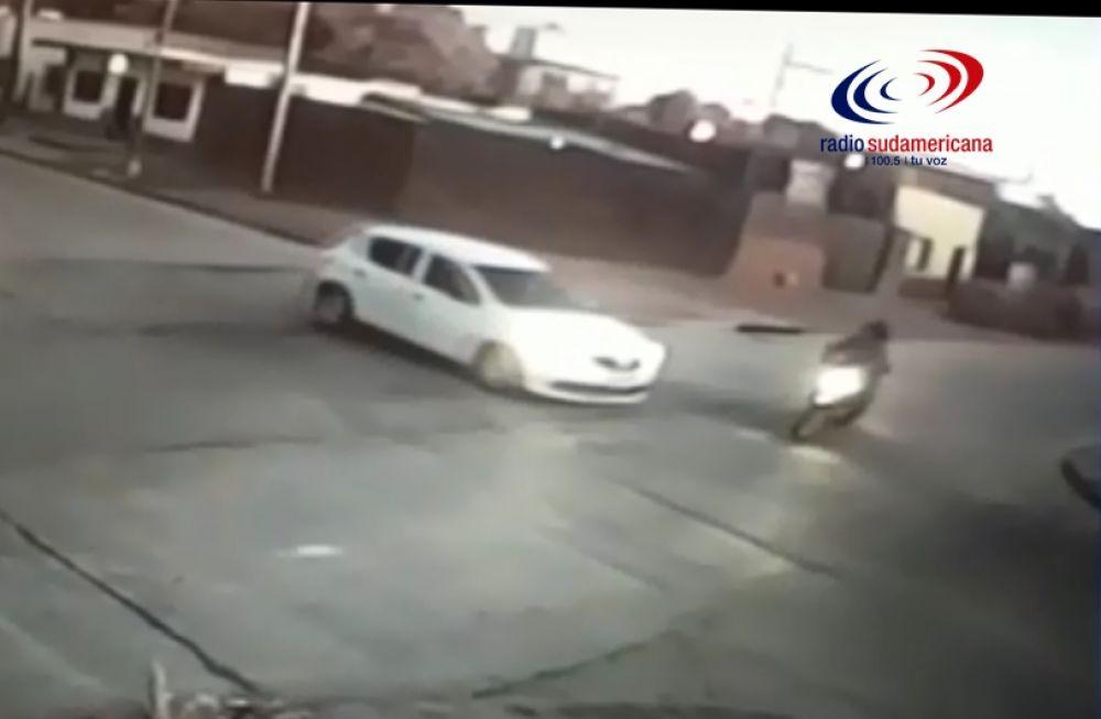 Así fue el accidente entre una motocicleta y un automóvil