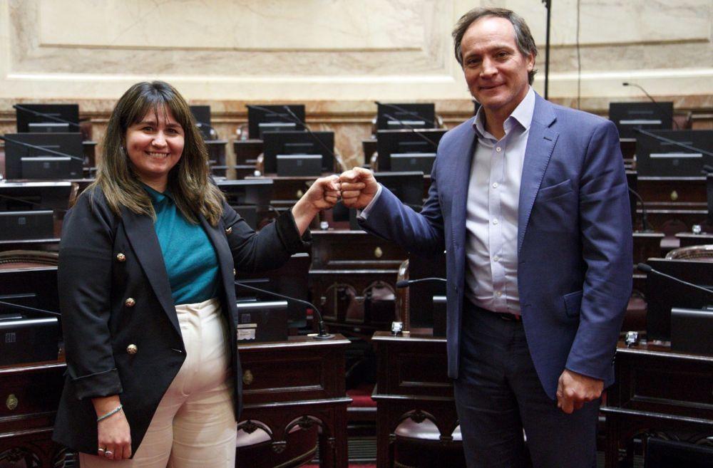 Camau y Ana Almirón serán los candidatos a senadores nacionales