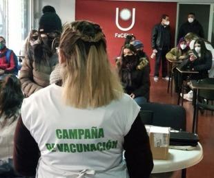 foto: Esta mañana fueron vacunados contra el Covid 483 universitarios