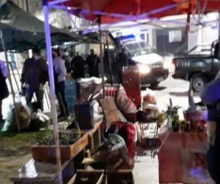 foto: Policías impidieron que feriantes se instalen en el Pje. A. González