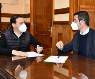 foto: Valdés y Jetter firman convenios para importantes obras en Riachuelo