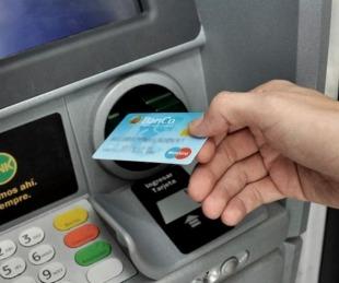 foto: Este lunes inició el pago a empleados estatales de Corrientes