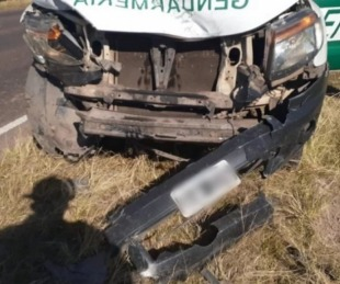 foto: Ruta 27: Una camioneta de Gendarmería chocó contra un auto