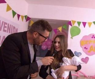foto: Pampita volvió a Showmatch y presetó a su hija Ana