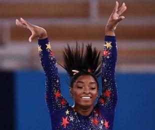 foto: Simone Biles compitió y ganó el bronce en la barra de equilibrio