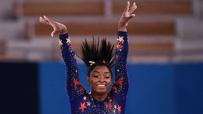 Simone Biles compitió y ganó el bronce en la barra de equilibrio