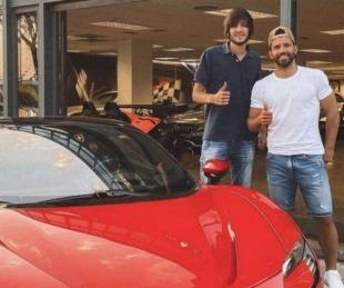 foto: El Kun Agüero se compró una Ferrari híbrida de 500 mil euros