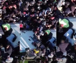 foto: Volcó un camión con alimentos en Campana y lo saquearon