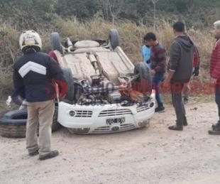 foto: Corrientes: quiso esquivar a un caballo y volcó con su automóvil