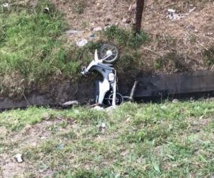 foto: Chaco: Chocó a gran velocidad con un cordón y terminó en un desagüe
