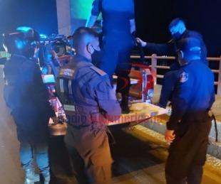 foto: A tiempo: Policías evitaron que dos jóvenes se arrojen del puente