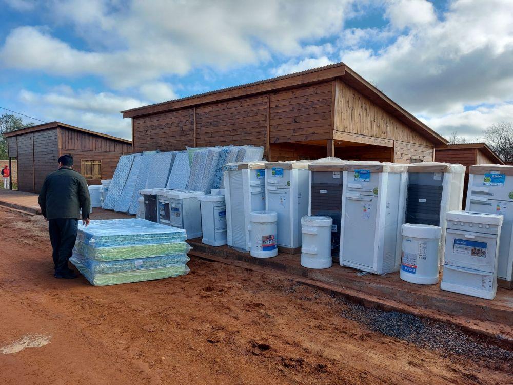 Familias de Colonia Liebig recibieron mobiliario para sus viviendas