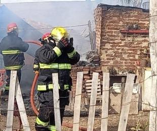 foto: Las imágenes del incendio donde una familia perdió todo