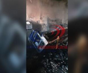 foto: Mujer de 76 años murió en brutal incendio de su casa: hay dos heridos