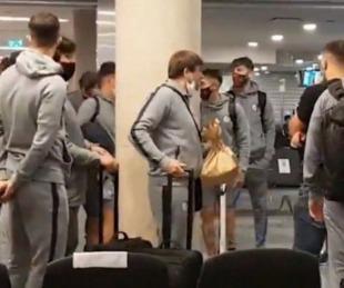 foto: Insultaron al plantel de San Lorenzo en el aeropuerto de Córdoba