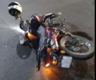 foto: Un limpiavidrios fue atropellado por una moto y se encuentra grave