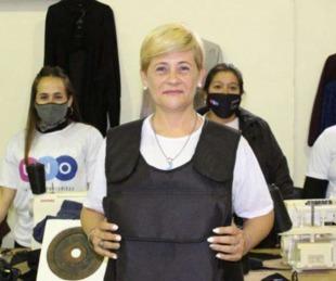 foto: Rosario: Una precandidata repartió chalecos antibalas en la campaña