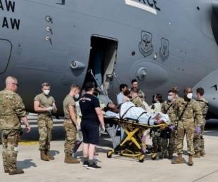 foto: Una mujer evacuada de Afganistán dio a luz a una bebé en un avión militar