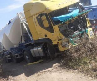 foto: Chaco: Un camión y un tren de cargas chocaron sobre Ruta Nº 16