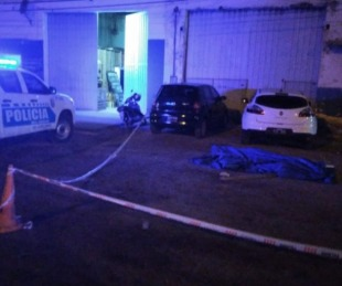 foto: Asesinaron a un hombre cortándole el cuello con una botella rota
