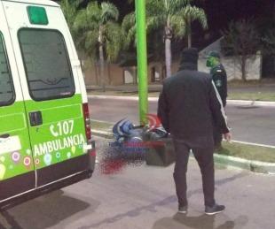 foto: Motociclista chocó contra un poste de luz y murió en el acto