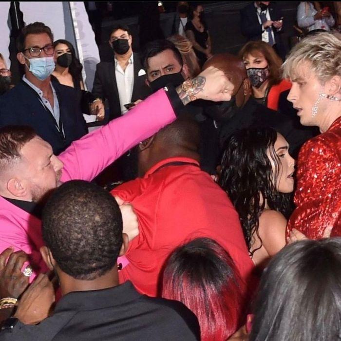 Conor McGregor agredió al novio de Megan Fox en la alfombra roja