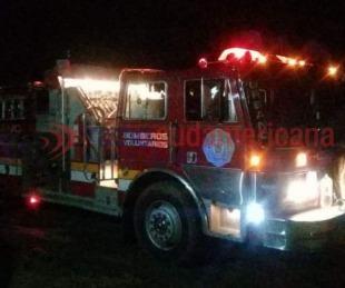 foto: Se incendió un taller mecánico con más de 10 vehículos adentro