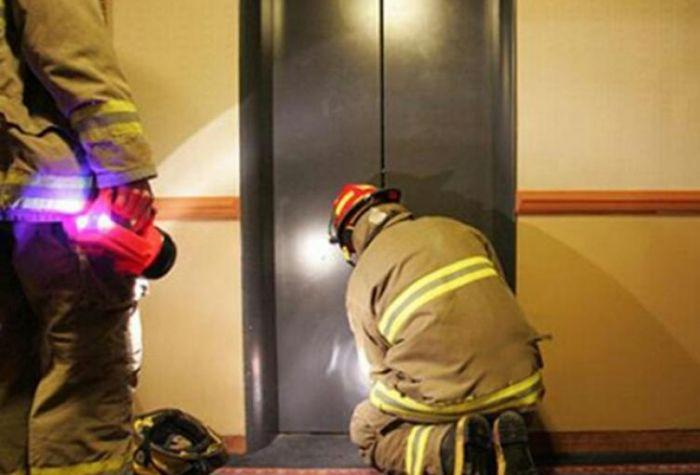 Rescataron a varias personas atrapadas dentro de un ascensor