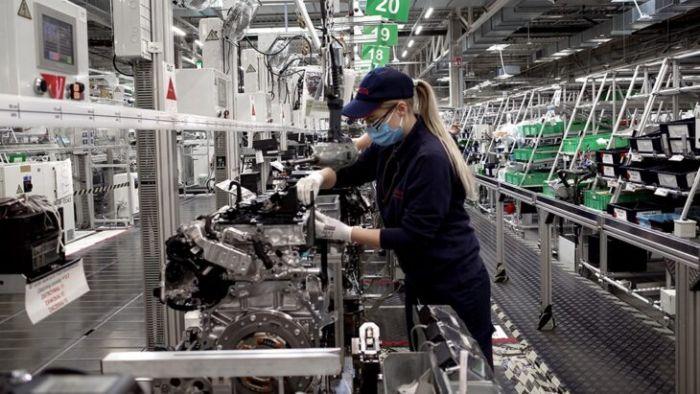 El gobierno tiene que dejar de sangrar a las empresas para generar trabajo