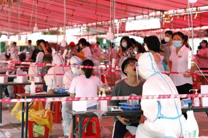 China confinó una ciudad por un brote de COVID-19 entre escolares