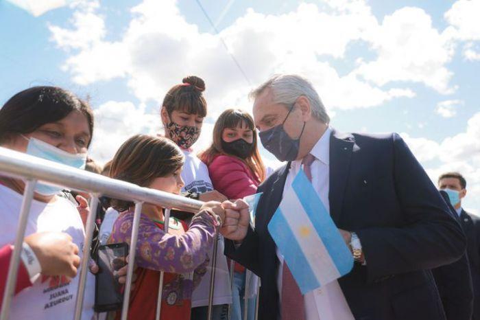 Alberto Fernández recibió un amplio respaldo tras las renuncias