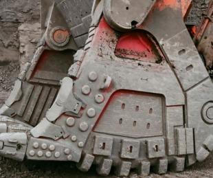 foto: Furioso destruyó varios camiones por no recibir su salario
