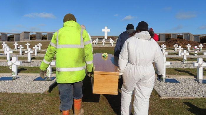 Darwin: Inhumaron los restos de los ex combatientes identificados