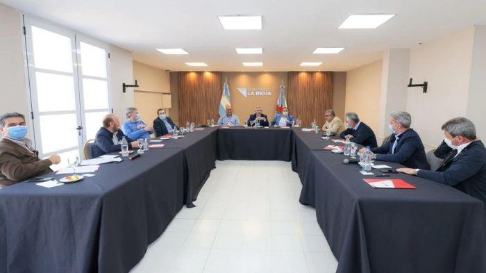 Fernández acordó con gobernadores aplicar medidas económicas