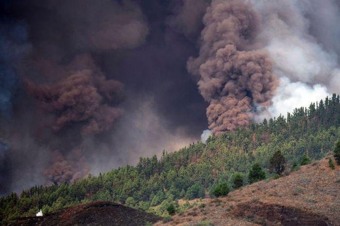 Video: un volcán entró en erupción en España y hubo evacuación
